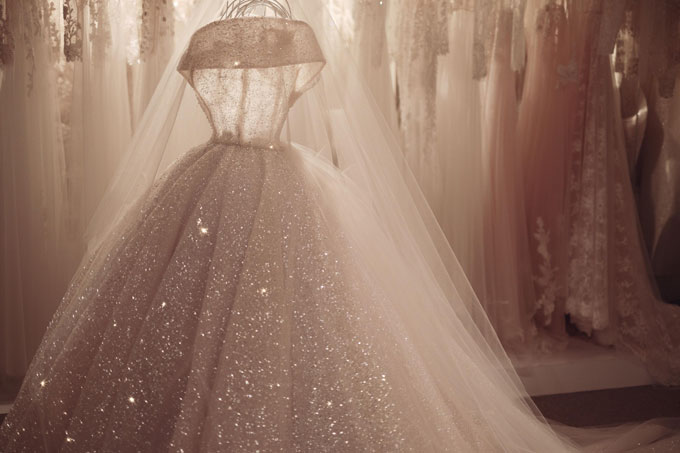 Nhà thiết kế hé lộ váy cưới của hot boy chuyển giới trước giờ G - 3