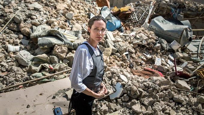 Jolie tại thành phố Mosul ngày 16/6.