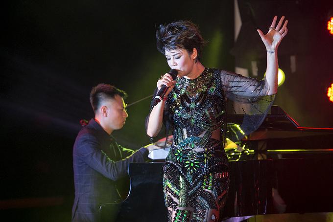 Chong Thu Phuong quy goi chup anh cho vo