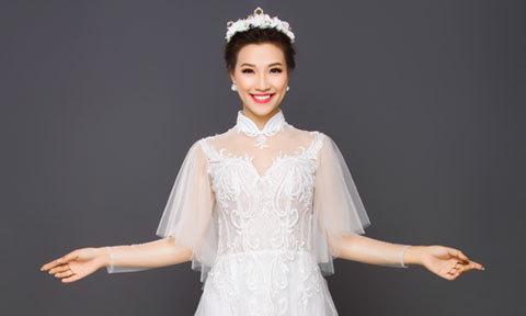 Hoàng Oanh thướt tha trong những bộ lễ phục cưới đuôi dài