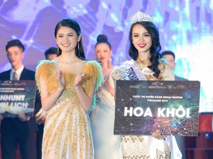 Được bạn bè động viên, Thủy Tiên đăng ký tham gia Hoa khôi Ngoại thương TP HCM và xuất sắc đăng quang. Cô nhận vương miện từ Á hậu 2 Hoa hậu Việt Nam 2016 - Thùy Dung.