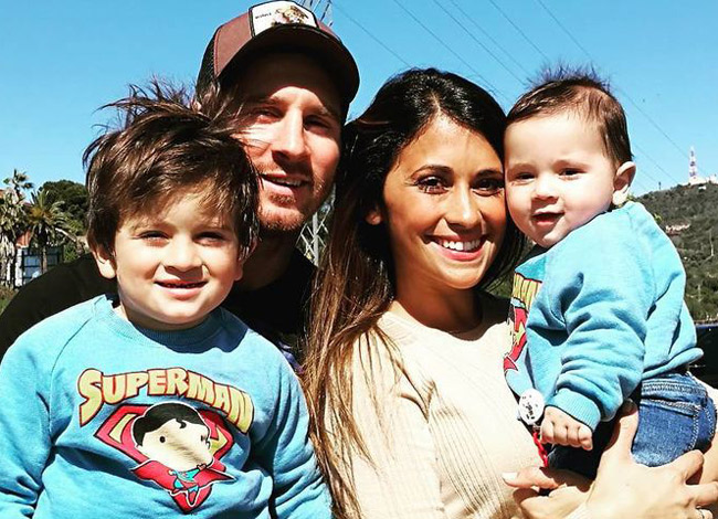Messi kết hôn với bạn gái thời thơ ấu và hiện có hai con trai. Ảnh: Time.