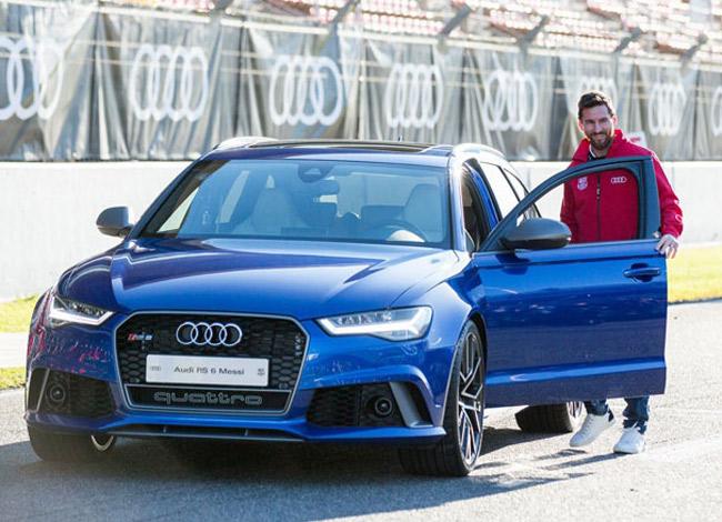 Messi bên siêu xe Audi R8 Spyder. Ảnh: Luxury car.