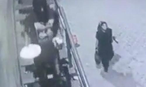 Thiếu nữ Pakistan bị bắn chết giữa phố vì từ chối lời cầu hôn