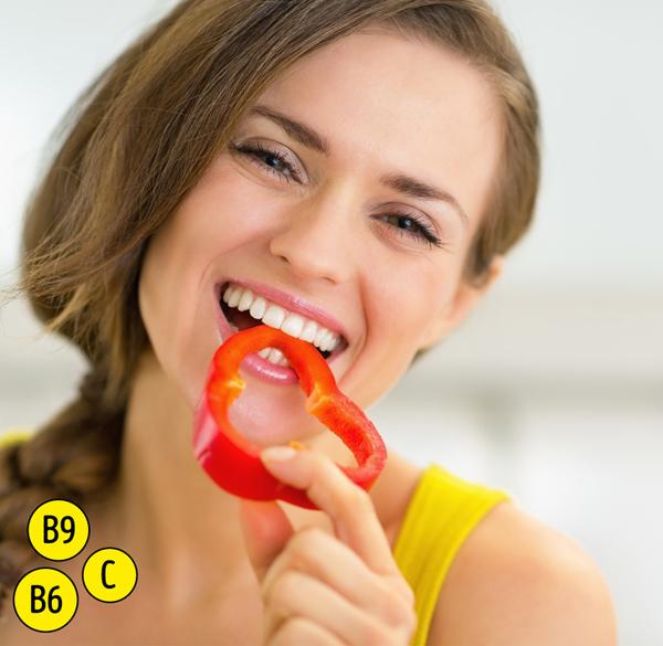Trong số tất cả các loại trái cây và rau quả, ớt chuông đỏ và vàng chứa nhiều vitamin C. Chúng cũng giàu vitamin B6 và B9 (folate), cũng như carotenoids. B6 được biết là để ngăn ngừa hoặc chống lại các tình trạng da như viêm da, eczema, và mụn trứng cá nội tiết tố, và folate cải thiện độ săn chắc của làn da của bạn.