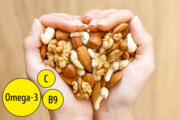 Giống như cá, các loại hạt như hạt điều, hạt dẻ cười, hạnh nhân... đều rất giàu axit omega 3