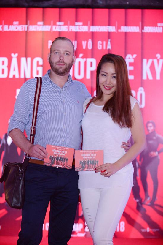 Tại Hà Nội, Hoa hậu Ngô Phương Lan hiếm hoi sóng đôi ông xã ngoại quốc dự event.