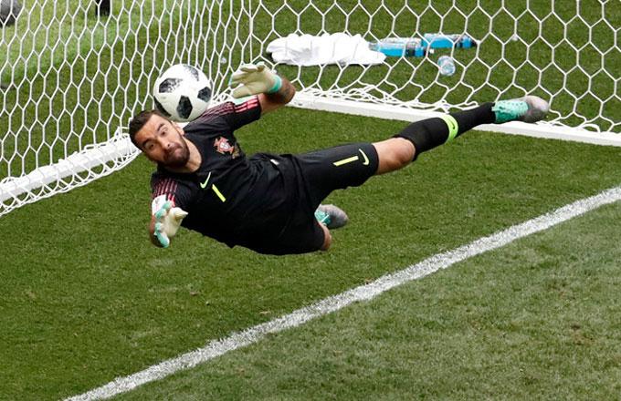 C. Ronaldo ghi bàn duy nhất, Bồ Đào Nha thắng trận thứ hai - 2