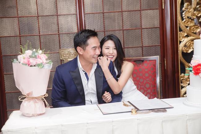 Mỹ nhân TVB bụng phẳng, eo thon khi mặc váy cưới dù bầu hơn 5 tháng - 3