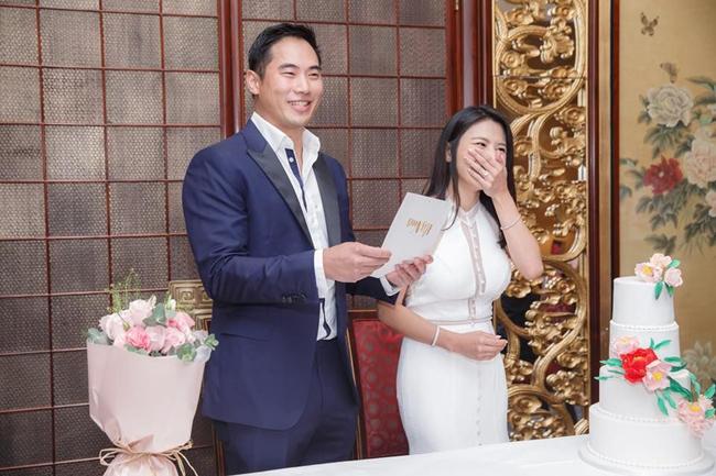 Chồng Lâm Thiên Dư là giám đốc điều hành của một ngân hàng.