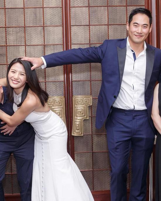 Mỹ nhân TVB bụng phẳng, eo thon khi mặc váy cưới dù bầu hơn 5 tháng - 5