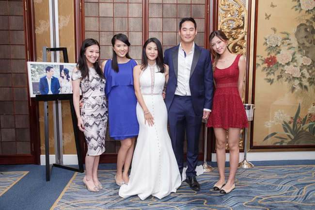 Thiên Dư cùng những người thân trong gia đình.