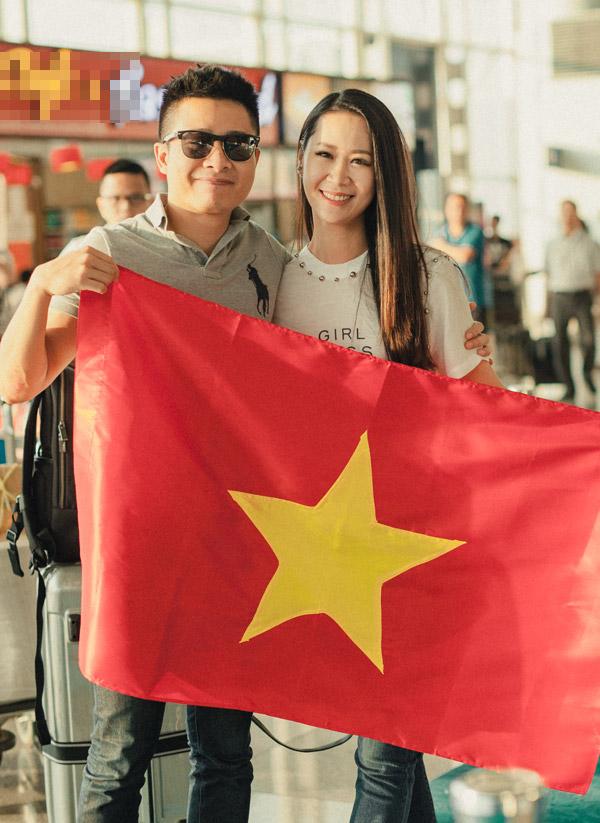 Ong xa ra san bay tien Duong Thuy Linh di thi Mrs Worldwide
