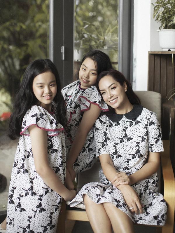 Thuy Hanh vui dua cung hai con gai