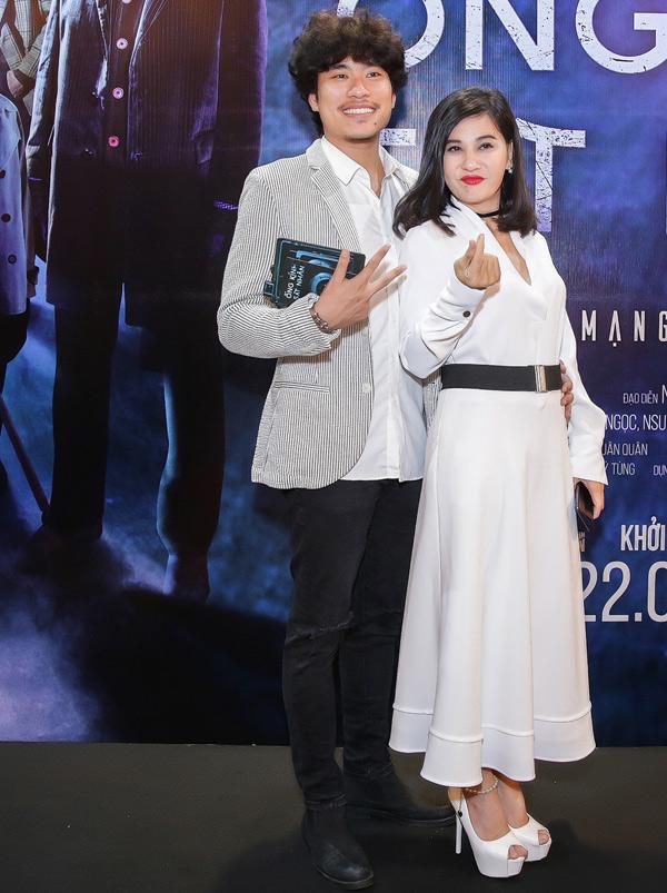 Cat Phuong di xem phim cung chong tre