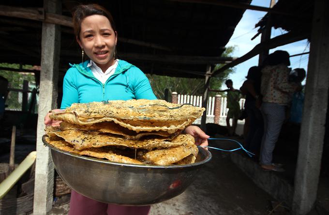 Bánh tráng nhúng đường dân dã của người Quảng Nam