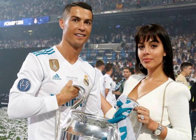 Bạn gái C. Ronaldo phủ nhận mang bầu - 1