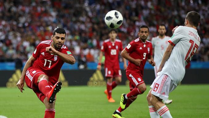 Iran dồn lên tấn công sau khi bị thủng lưới nhưng không ghi được bàn thắng. Ảnh: FIFA.