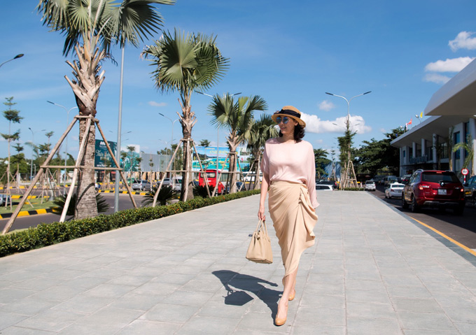 Hà Kiều Anh từng là hoa hậu trẻ nhất trong lịch sử của cuộc thi Hoa hậu Việt Nam. Cô đăng quang khi mới 16 tuổi. Sau 26 năm, người đẹp vẫn giữ được nhan sắc, thần thái tươi trẻ, quyến rũ.