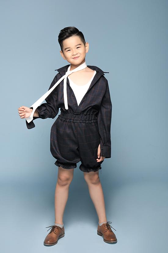 Huỳnh Phong Vinh là người quen thuộc của các sàn thời diễn thời trang thiếu nhi, bên cạnh đó cậu bé còn là gương mặt được nhiều nhãn hàng thời trang yêu thích.