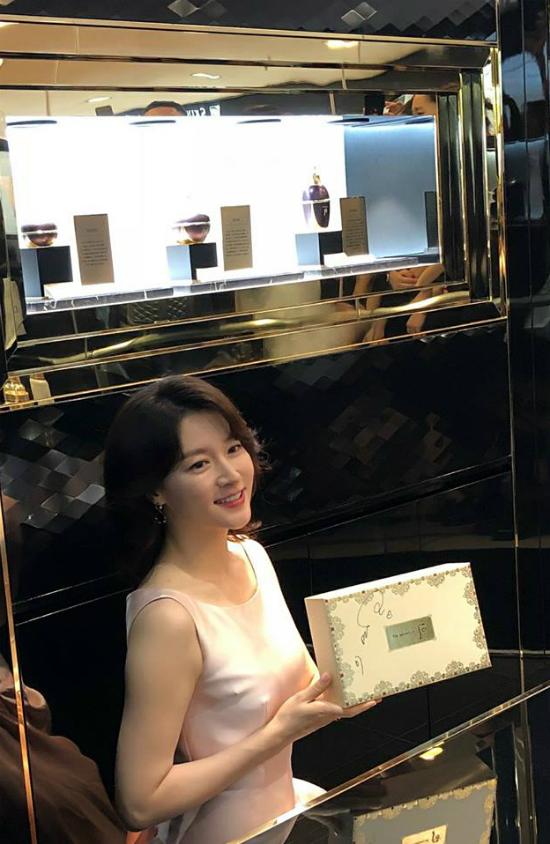 Lee Young Ae tuoi 47 van giu duoc vong eo thon tha