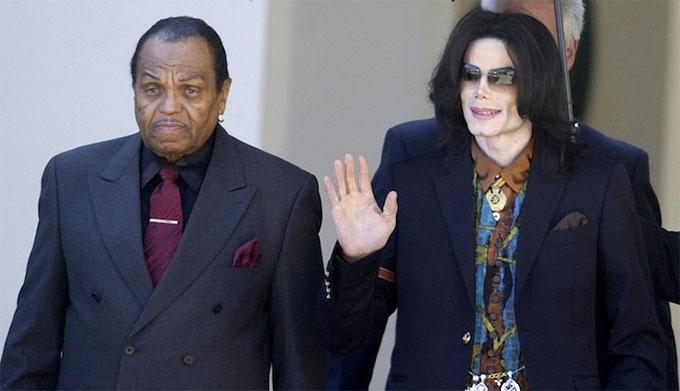 Michael Jackson khi còn sống và bố.