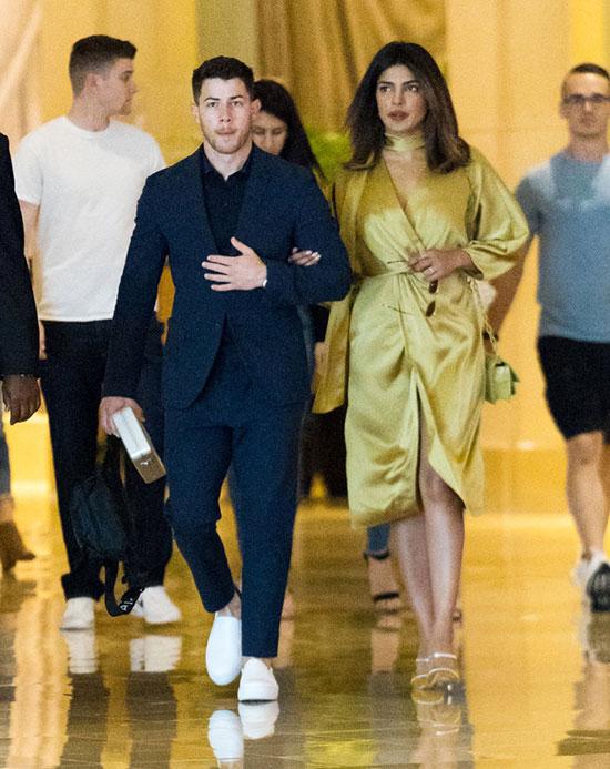 Vào đầu tháng 6, Priyanka cũng giới thiệu Nick với họ hàng tại đám cưới người em họ của cô ở New York.