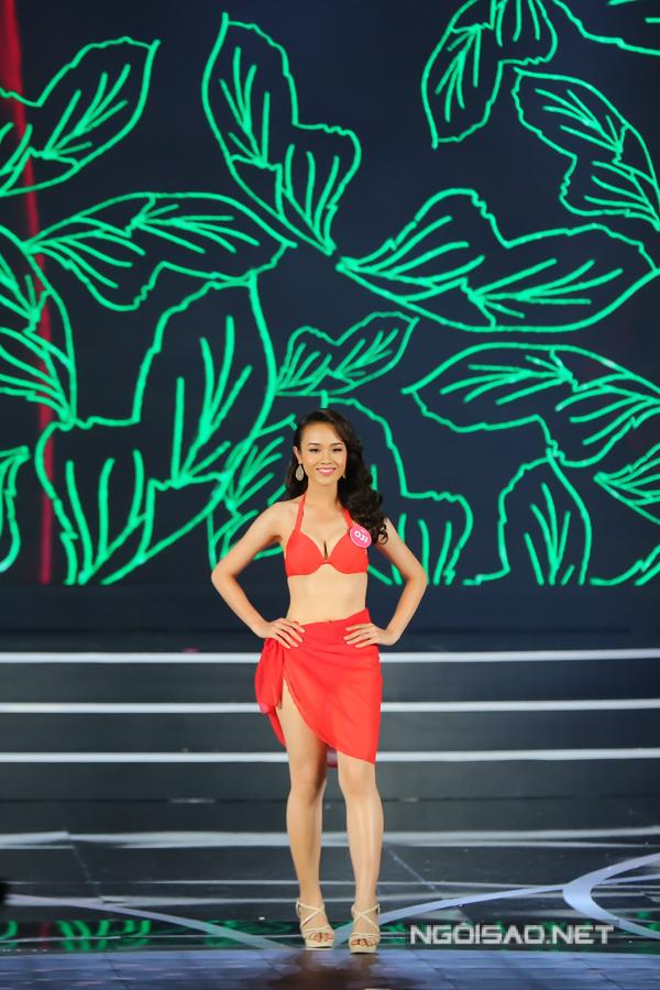 Thi sinh Hoa hau Viet Nam khoe dang voi bikini