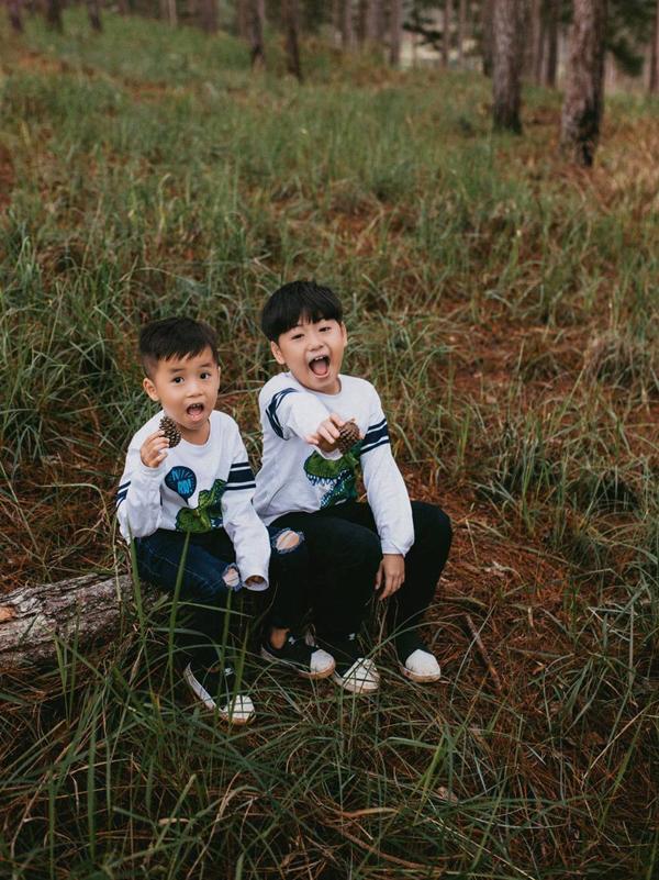 Hai con trai của Lâm Vỹ Dạ rất hào hứng khám phá thiên nhiên.Chuyến đi nàylà dịp đểLâm Vỹ Dạ bù đắp và có thời gian bên con sau những ngày tháng quá bận rộn với công việc.