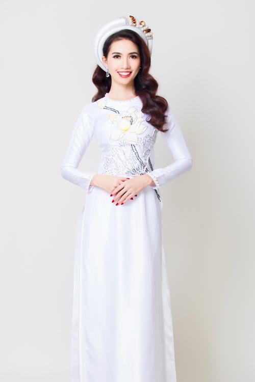 Áo dài cướilụa trắng thêu họa tiết hoa sen đang được yêu thích.