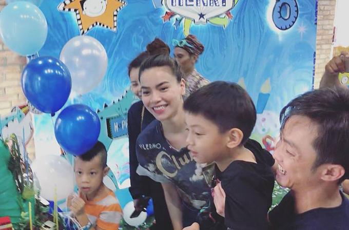 Ha Ho Cuong Do La cung to chuc sinh nhat cho con trai