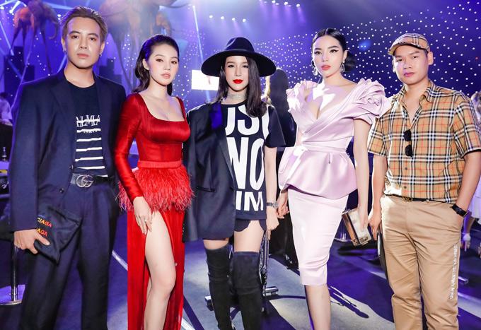 Từ trái qua: stylist Mạch Huy, hoa hậu Jolie Nguyễn, hoa hậu Kỳ Duyên và người quản lýlà bạn bè thân thiết với Diệp Lâm Anh. Cả nhóm cùng được mời dự show Đỗ Long.