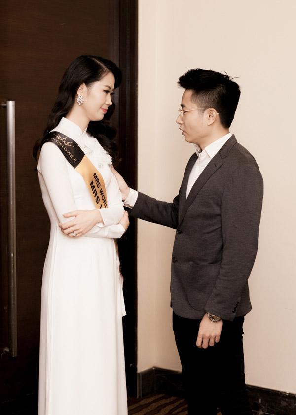 Duong Thuy Linh om chat con trai truoc khi gianh vuong mien