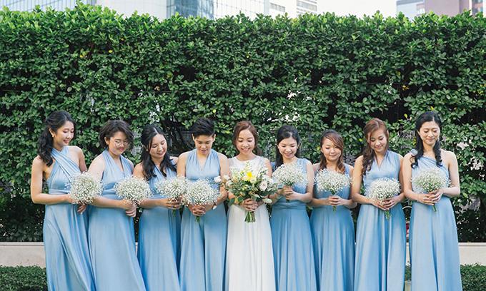 Cô dâu chọn váy tông xanh baby cho dàn phù dâu tươi tắn và rạng rỡ.