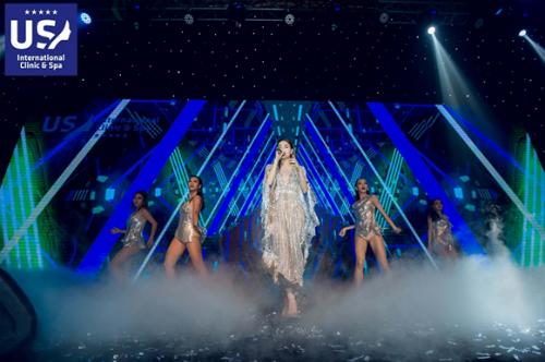 Hồ Ngọc Hà biểu diễn tại chương trình.