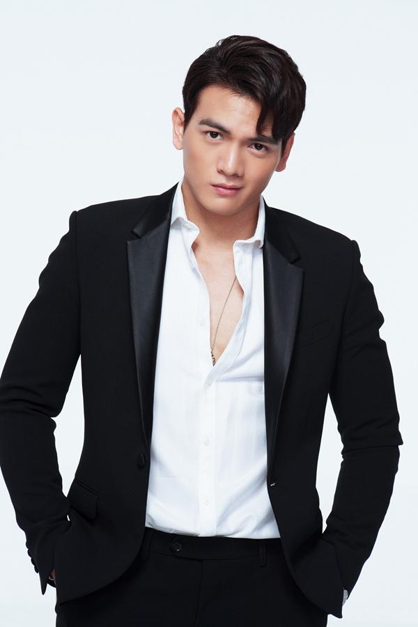 Le Xuan Tien mat ngu ca dem vi duoc dong cap voi Lan Ngoc