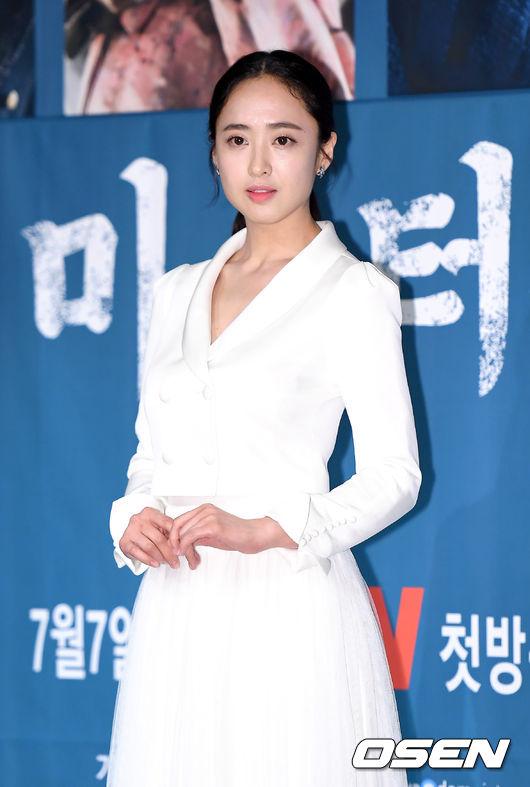 Vai diễn của Kim Min Jung từng thuộc về Hoa hậu Kim Sa Rang, nhưng sau khi Sa Rang hủy vai vì lịch cá nhân, Min Jung đã được đạo diễn mời. Tạo hình của cô trong tác phẩm được trau chuốt tỉ mỉ, gây ấn tượng mạnh mẽ với khán giả.