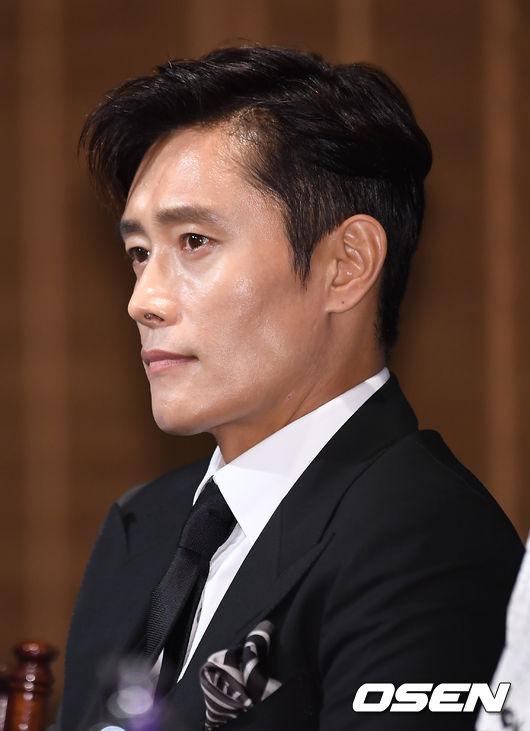Bộ phim đánh dấu sự trở lại của Lee Byung Hun trên màn ảnh nhỏ sau 9 năm vắng bóng. Nói về vai diễn của mình, Lee Byung Hun chia sẻ: Nhân vật của tôi khá đặc biệt. Anh ấy là một người lính Mỹ nhưng lại gốc Hàn, một người không thực sự yêu nước, thậm chí, anh ấy muốn áp đặt tư thùlên đất mẹ.