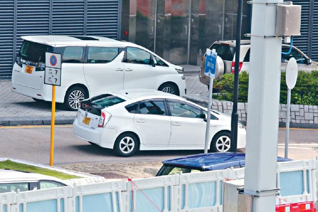 Bo ty phu bong hong lai Hong Kong di xe cu mua do lot ha gia