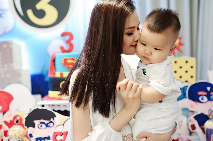 Tam Tit to chuc sinh nhat chung cho chong va con trai