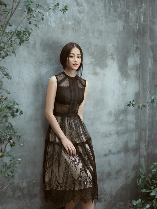 Bộ ảnh được thực hiện với sự hỗ trợ của nhiếp ảnh Antonio Dinh, trang điểm Hy Nguyễn, người mẫu Phương Khánh.