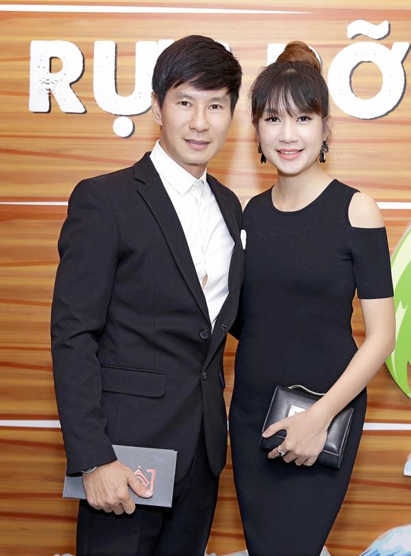 Ly Hai cung ba xa kem 17 tuoi di xem phim cua Minh Luan