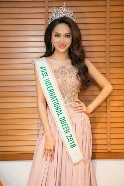 Hoa hậu Hương Giang và đội ngũ bác sĩViệt -Hàn của Bệnh viện JW sẽ cùng đồng hành cùng các trường hợp khiếm khuyết.