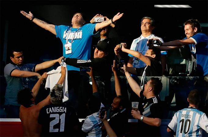 Hình ảnh: Maradona phải nhập viện vì sự quá khích sau chiến thắng của Argentina số 2