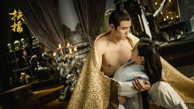 Tạo hình và diễn xuất của cặp sao chính nhận được nhiều lời khen ngợi của khán giả, đặc biệt là Nguyễn Kinh Thiên được các fan nữ hâm mộ cuồng nhiệt vì thể hình vạm vỡ, nụ cười và mỗi cử chỉ của anh đều toát ra vẻ nam tính, quyến rũngời ngời.