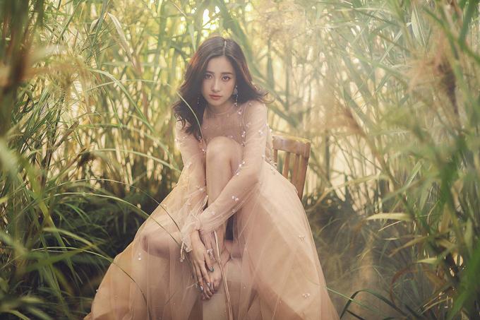 Jun Vũ diện váy ren tôn vẻ đẹp mảnh mai - 9