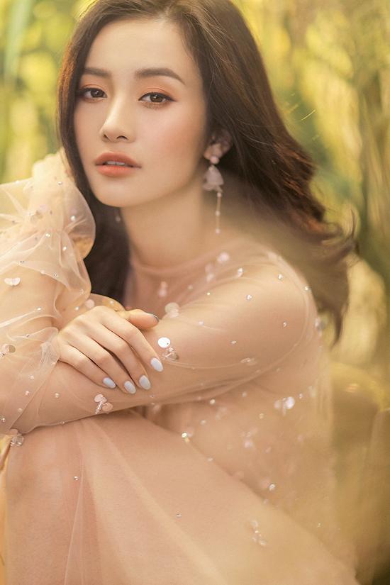 Jun Vũ diện váy ren tôn vẻ đẹp mảnh mai - 10