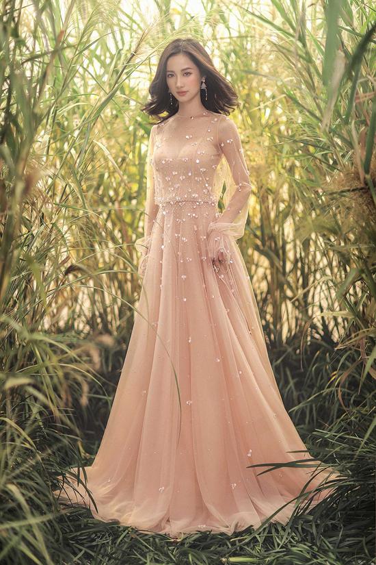Jun Vũ diện váy ren tôn vẻ đẹp mảnh mai - 11