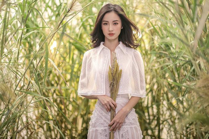 Jun Vũ diện váy ren tôn vẻ đẹp mảnh mai - 3