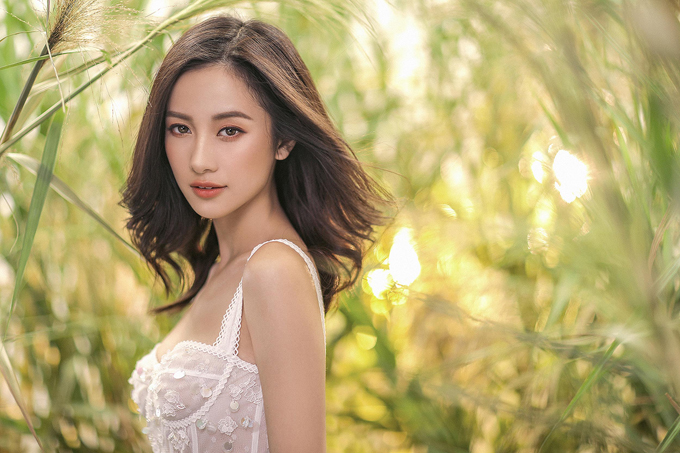 Jun Vũ diện váy ren tôn vẻ đẹp mảnh mai - 4